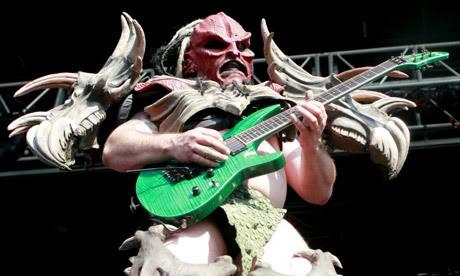 Gwar se rozhodli po smrti kytaristy pokračovat v turné, prý by si to přál