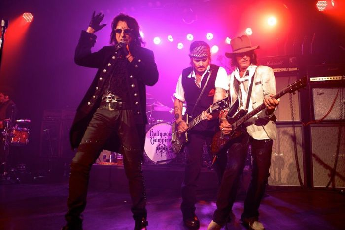 Hollywood Vampires poprvé koncertovali. Alice Cooper, Johnny Depp a spol. hráli pro 500 lidí