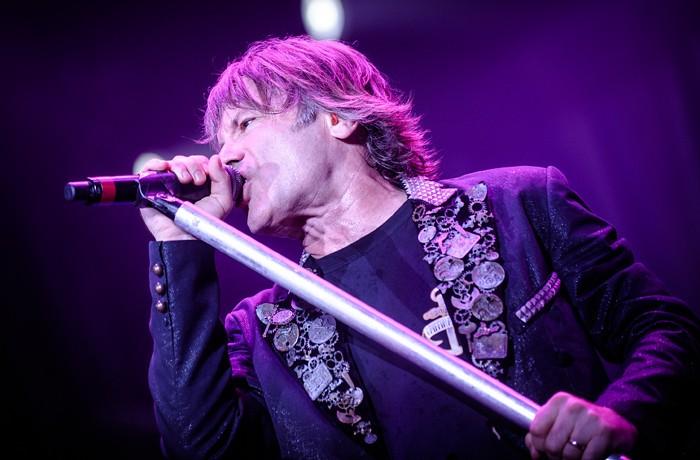 Za rakovinu zpěváka Iron Maiden mohl orální sex