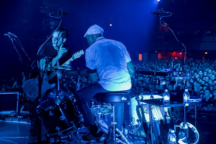 LIVE: Mikrofony se kácí, když Jack White klátí kytaru