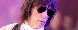 Kytarový virtuos Jeff Beck se vrací do Prahy. Zamíří na Hrad