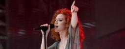 HITPARÁDY (9.): Česká hudba v rádiích posiluje. Jess Glynne je nejúspěšnější Britka historie