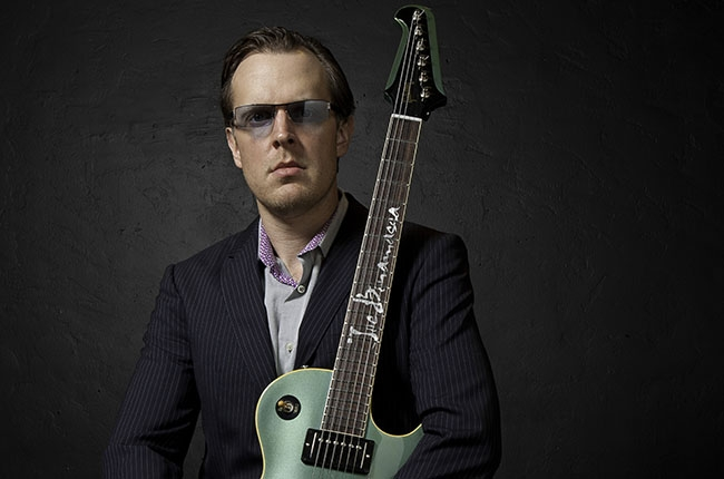joe-bonamassa-2014-press-photo-billboard-650x430
