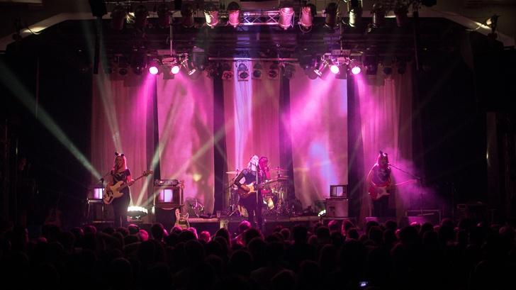 LIVE: Kate Nash se v Roxy proměnila v punkerku