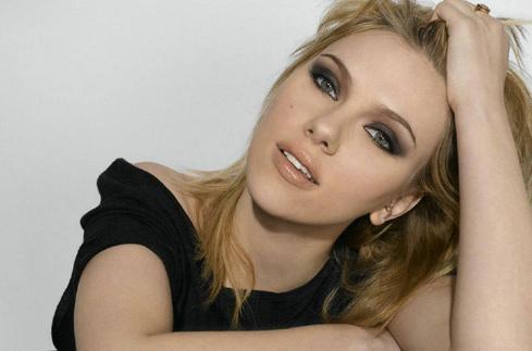 Scarlett Johansson nazpívala píseň se synem Serge Gainsbourga