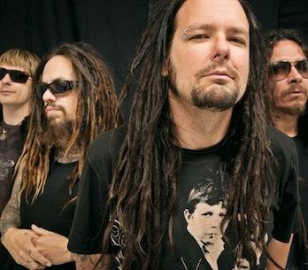 """Podívejte se na """"dubstepový rock 'n' roll"""" v podání Korn"""
