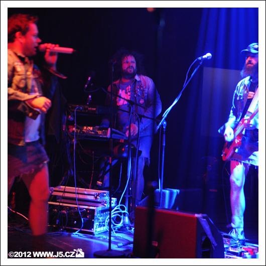 LIVE: Funková nálož v podání Monkey Business, PSH a Kraak & Smaak