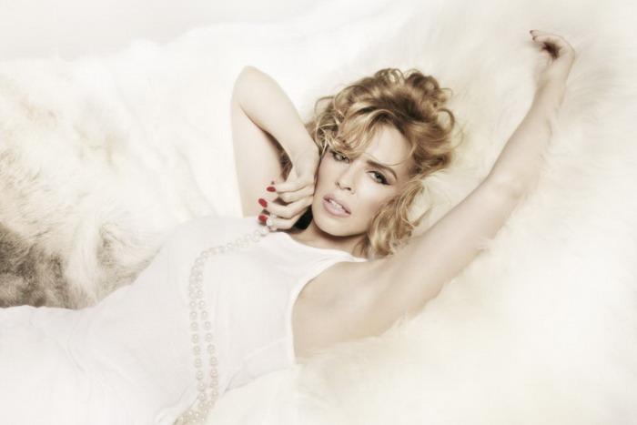 Afrodita Kylie Minogue na podzim políbí Prahu