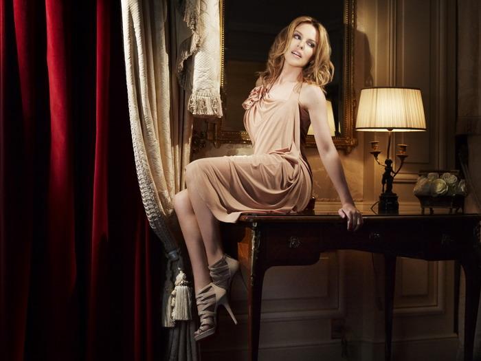 VIDEO: Nečekaně vydanou minidesku Kylie Minogue doprovází retro obrázky