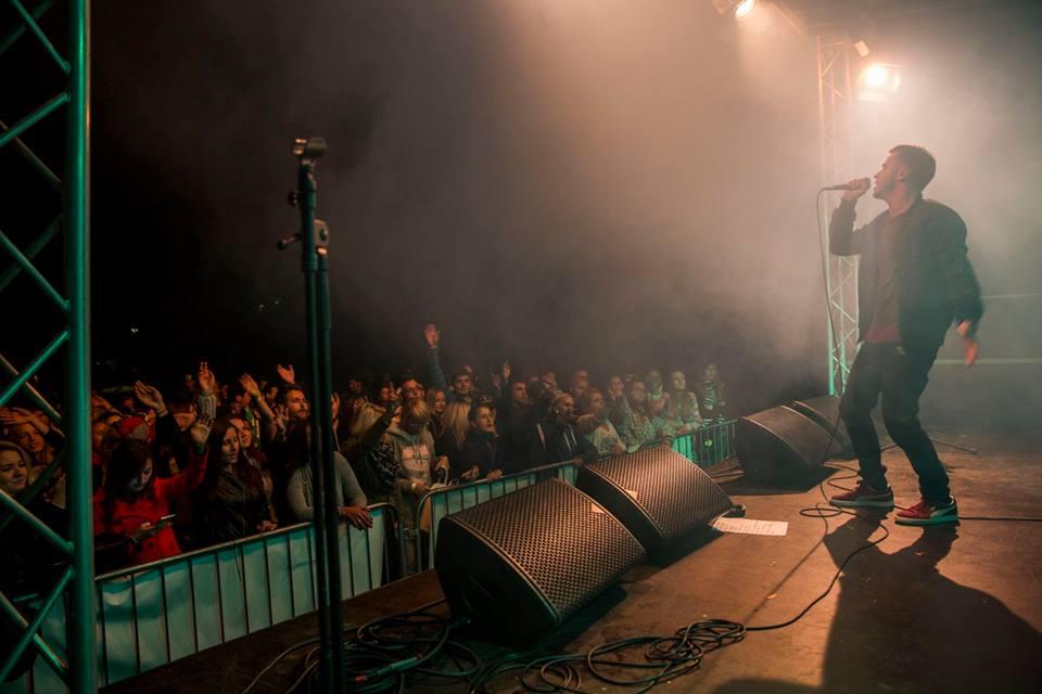 LIVE: Ewa Farna na festivalu Mezi ploty mile překvapila