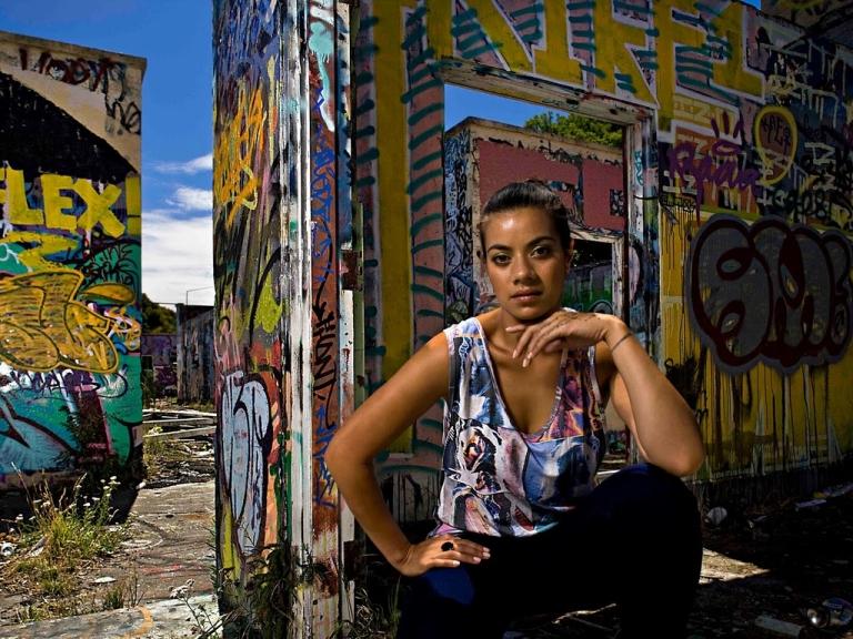 Hiphopová zpěvačka Ladi6 z Nového Zélandu vystoupí v Praze