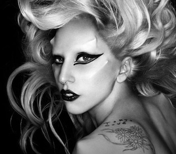 Lady Gaga vydá remixové Born This Way, přispěli Hurts i Horrors