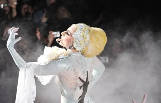 Lady Gaga nazpívala White Christmas, stane se její verze hitem Vánoc?