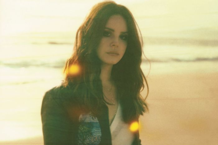 AUDIO: Lana Del Rey zve na líbánky v další snové baladě