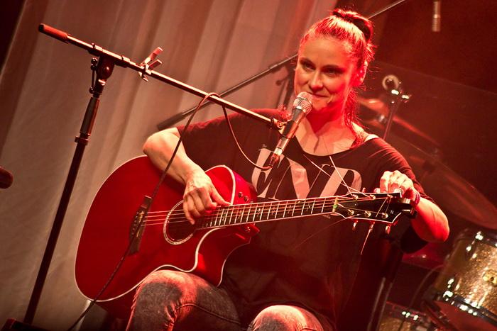 LIVE: Lenka Dusilová a Baromantika - smrt a zrod na jednom pódiu