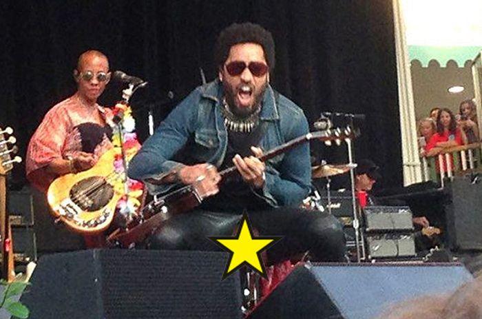Lenny Kravitz ukázal penis, praskly mu kalhoty během koncertu