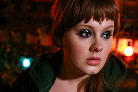Adele vyrovnala slavný rekord The Beatles a ovládla Anglii