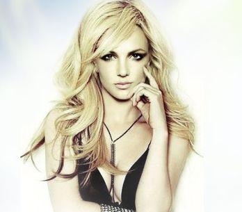 Britney Spears urvala na své album Travise Barkera z Blink-182