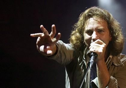 Eddie Vedder z Pearl Jam nahraje nové album na ukulele, pomůže mu Glen Hansard