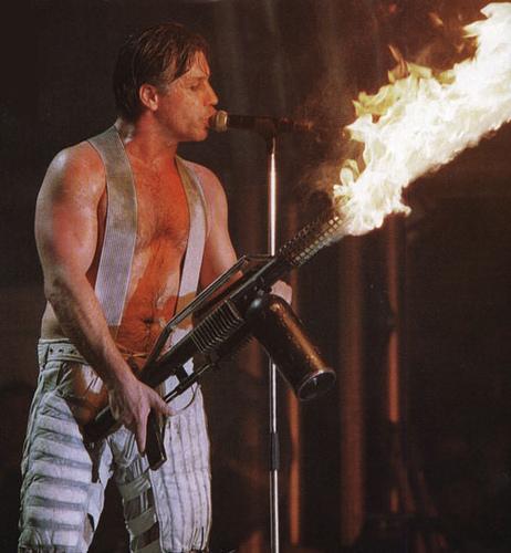 Till Lindemann - industriální pyrotechnik