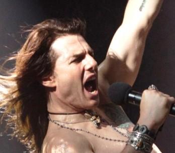 Tom Cruise zpívá hity od Guns N'Roses, Def Leppard a Bon Jovi