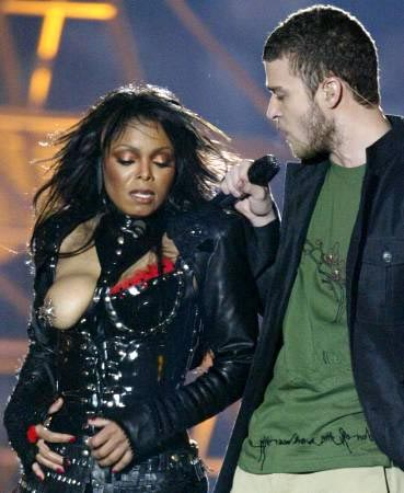 janet-jackson-boob-flash