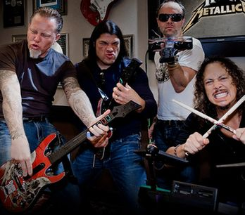 Fanoušci Metalliky zbořili pódium, kde měla skupina hrát