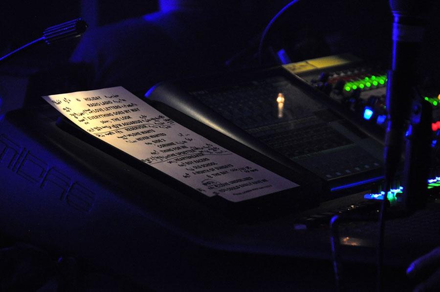 LIVE: Autorské čtení Milostných dopisů Metronomy. Magie...