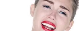 VIDEO: Stavařka Miley Cyrus ukazuje místo nahého těla slzy