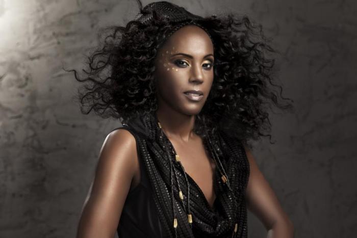 To tu ještě nebylo: Etiopský funk od krásné Holanďanky Minyeshu
