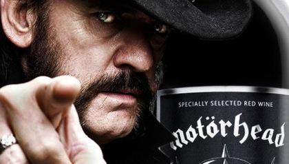 Lemmy z Motörhead má vlastní značku vína, která vám pořádně ubalí