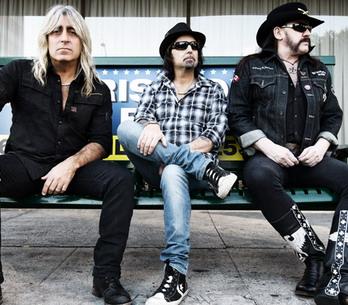 RECENZE: Motörhead hrají stále stejně, přesto opět skvěle