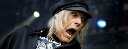 Smutná zpráva od Motörhead: zemřel bývalý kytarista Würzel
