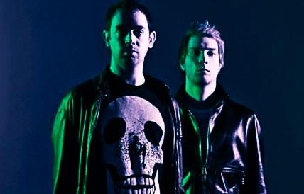 Back To Black střídají v britském žebříčku alb dubstepoví NERO