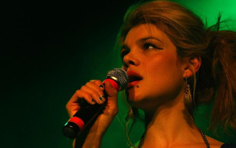 LIVE: Nouvelle Vague - perfektní zpěv a roztažené nohy