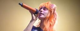 LIVE: Paramore s dračicí Hayley upařili Lucernu. Téměř k smrti