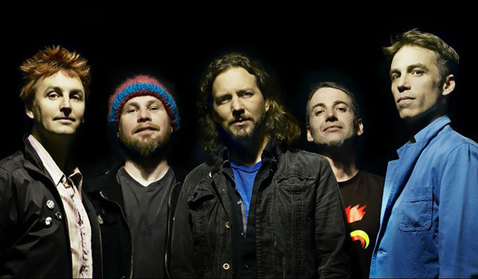 Pearl Jam slaví 20 let, gratulovat budou Queens of the Stone Age a The Strokes