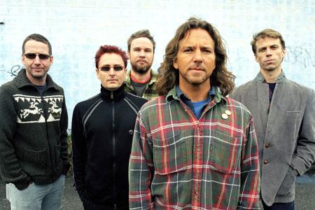 MEGARECENZE: Pearl Jam nabízejí učebnicový soundtrack