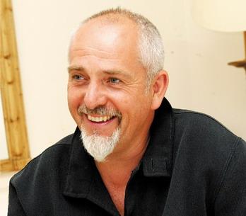 RETRO: Peter Gabriel interview - Z tichého človíčka řvoucí umělec