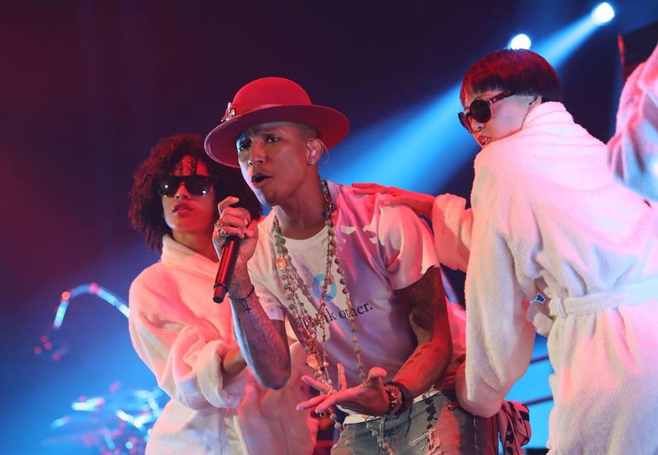 LIVE: Pharrell umí obšťastnit celý svět. Naživo už tolik ne