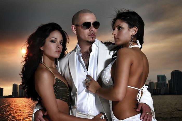 Pitbull je na cestě do Prahy, vystoupí s ním Ben Cristovao a The Glowsticks