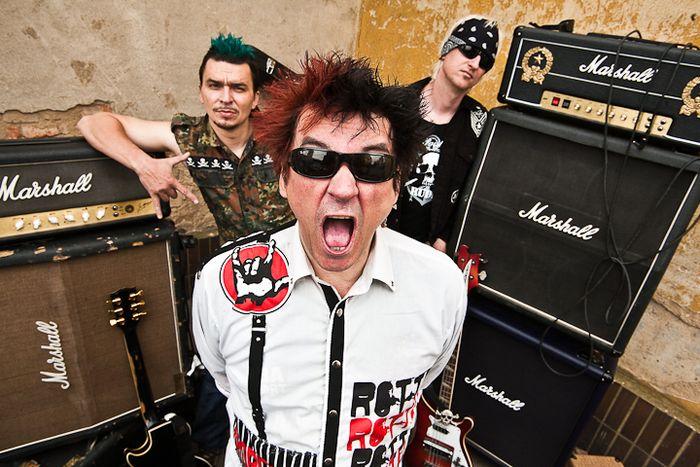 Poslechněte si, jak Plexis bije v srdci síla punku!