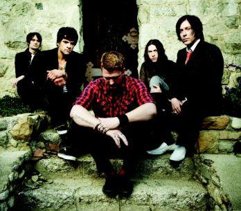 První jména na Rock for People: QOTSA, Klaxons, Papa Roach