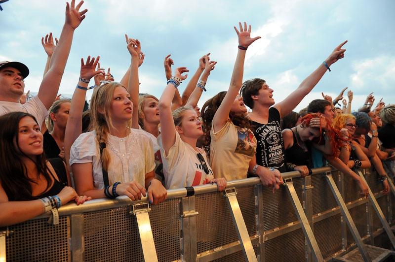LIVE: Bouře udeřila Rock for People na solar