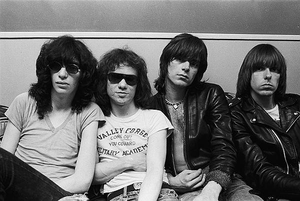 SMRT SI ŘÍKÁ ROCK'N'ROLL: Johnny Ramone (42.)