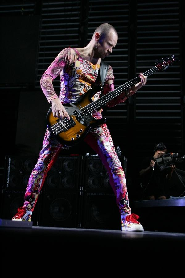 Red_Hot_Chili_Peppers_042