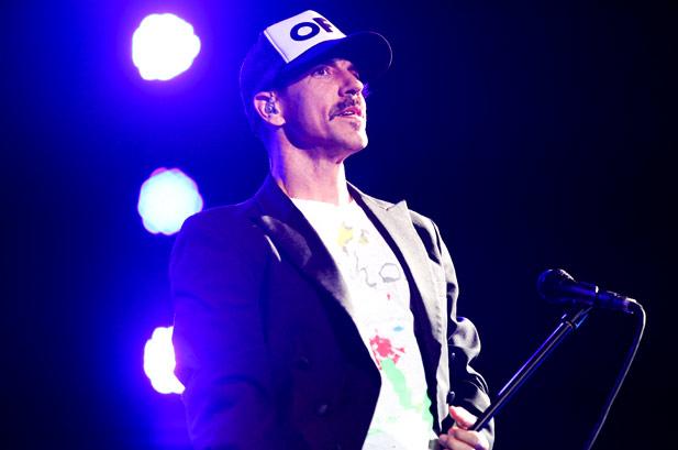 LIVE: Red Hot Chili Peppers pod širým nebem bojovali se zvukem