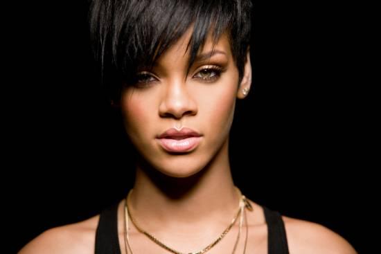 Rihanna v Británii boduje s Talk That Talk, zapsala se do historie