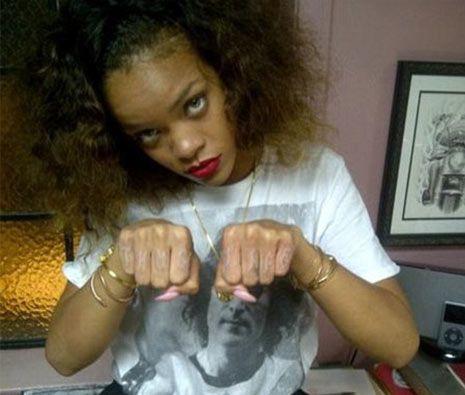 Rihanna má nové tetování, inspiroval ji mrtvý rapper 2Pac