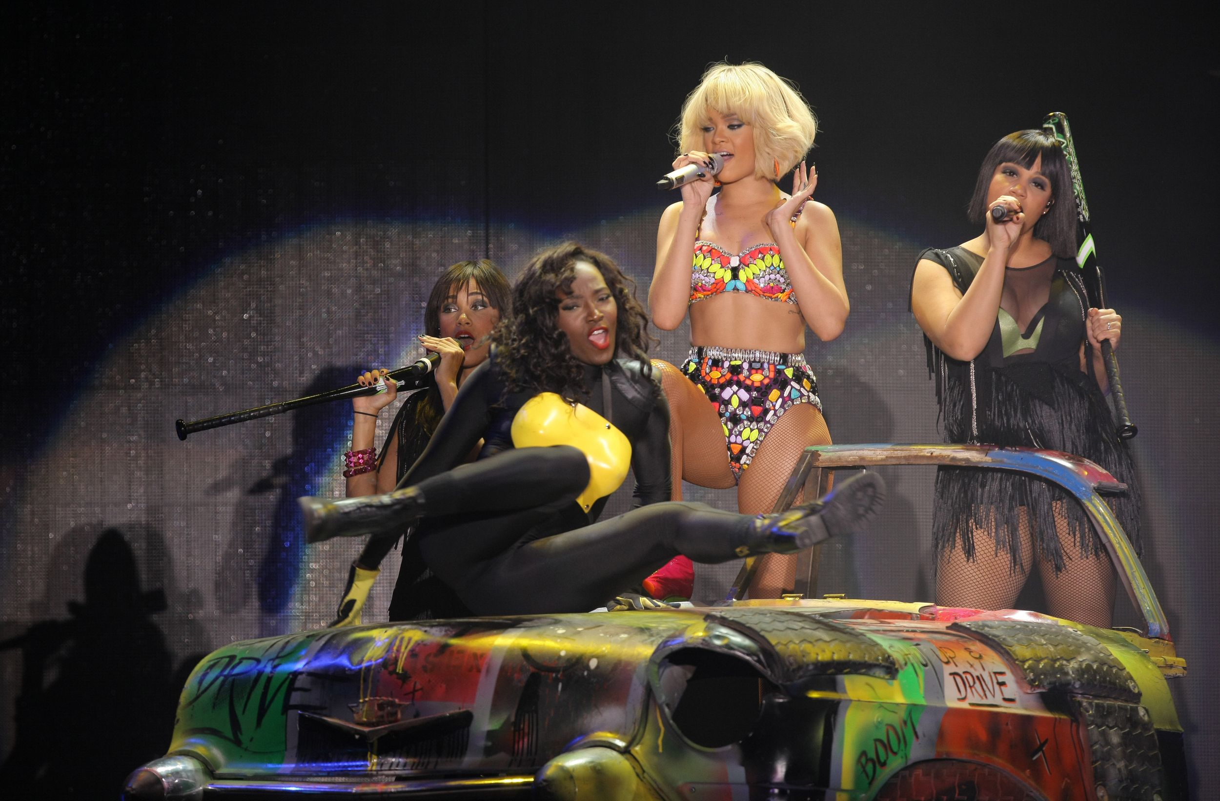LIVE: Rihanna byla primárně lascivní cirkusačka, ne zpěvačka